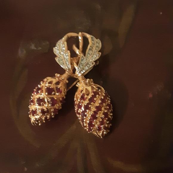 Sparkling JBK berry brooch